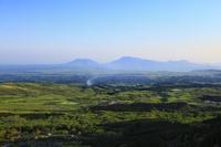 瀬の本高原の新緑 阿蘇五岳