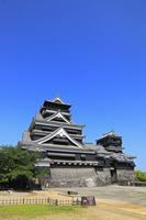 熊本城の天守閣 11076008245| 写真素材・ストックフォト・画像・イラスト素材|アマナイメージズ