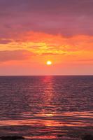 象潟より望む夕日