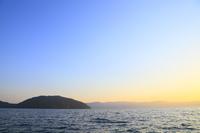 湖と夕焼け空