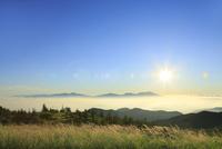 美ヶ原高原より日の出と浅間山を望む