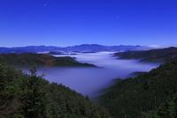 天狗木峠 夜明け前の雲海 11076009242  写真素材・ストックフォト・画像・イラスト素材 アマナイメージズ