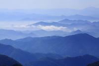 小田から望む山並みと雲海