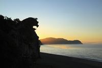 獅子岩と朝焼け
