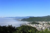 熊野古道松本峠の展望台から望む七里御浜と雲海