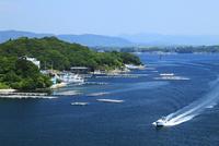 志摩半島の和具浦 漁船と真珠養殖場