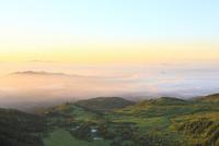 朝焼けの雲海と芳ヶ平