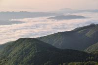 朝焼けの雲海 11076011029| 写真素材・ストックフォト・画像・イラスト素材|アマナイメージズ