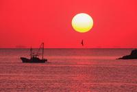 瀬戸内海の夕日 11076011081| 写真素材・ストックフォト・画像・イラスト素材|アマナイメージズ