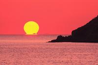 瀬戸内海の夕日 11076011084| 写真素材・ストックフォト・画像・イラスト素材|アマナイメージズ