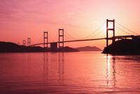 瀬戸内海 来島海峡大橋と夕日