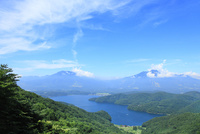 斑尾山登山道より野尻湖と妙高山