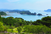 観音崎と外之浦港 日向灘 11076011849| 写真素材・ストックフォト・画像・イラスト素材|アマナイメージズ