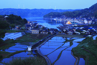 仮屋の漁港と棚田の夜明け