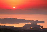 長浦岳より望む大村湾と朝日