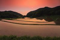 高越の棚田と夕日