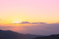 朝日と雲海 11076012300| 写真素材・ストックフォト・画像・イラスト素材|アマナイメージズ