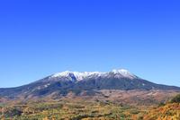 開田高原・九蔵峠より御岳と紅葉