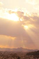 山の辺の道 光芒と二上山