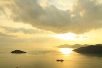 瀬戸内海・相生湾の夕日 11076013261| 写真素材・ストックフォト・画像・イラスト素材|アマナイメージズ