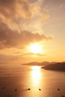 瀬戸内海・相生湾の夕日 11076013262| 写真素材・ストックフォト・画像・イラスト素材|アマナイメージズ