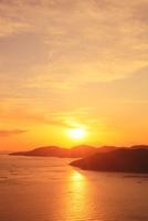 瀬戸内海・相生湾の夕日 11076013264| 写真素材・ストックフォト・画像・イラスト素材|アマナイメージズ