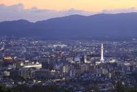 将軍塚から望む京都市街の夕景