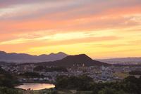 甘樫丘より畝傍山・二上山の夕景 11076013452  写真素材・ストックフォト・画像・イラスト素材 アマナイメージズ