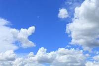 青空と雲 11076013502  写真素材・ストックフォト・画像・イラスト素材 アマナイメージズ