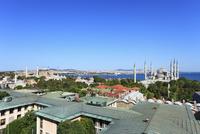 アヤソフィア博物館とスルタンアフメット・モスク マルマラ海