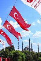 スルタンアフメット・モスク (ブルーモスク)とトルコ国旗