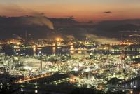 水島臨海工業地帯の夜景 11076014348| 写真素材・ストックフォト・画像・イラスト素材|アマナイメージズ