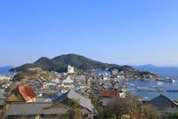 鞆港と鞆の浦の街並み 11076014373| 写真素材・ストックフォト・画像・イラスト素材|アマナイメージズ