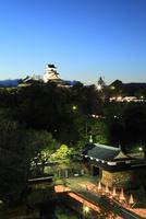 高知城イルミネーション 追手門と天守閣