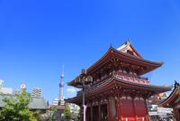 浅草寺宝蔵門と東京スカイツリー