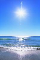 海と太陽 11076014861| 写真素材・ストックフォト・画像・イラスト素材|アマナイメージズ