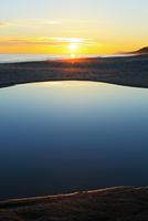 夕日と海 11076014868| 写真素材・ストックフォト・画像・イラスト素材|アマナイメージズ