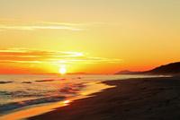 夕日と海 11076014870| 写真素材・ストックフォト・画像・イラスト素材|アマナイメージズ