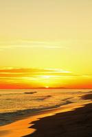 夕日と海 11076014871| 写真素材・ストックフォト・画像・イラスト素材|アマナイメージズ