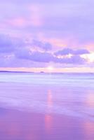 夕日と海 11076014882| 写真素材・ストックフォト・画像・イラスト素材|アマナイメージズ
