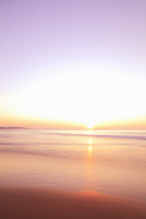 夕日と海 11076014892| 写真素材・ストックフォト・画像・イラスト素材|アマナイメージズ