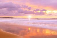 夕日と海 11076014897| 写真素材・ストックフォト・画像・イラスト素材|アマナイメージズ