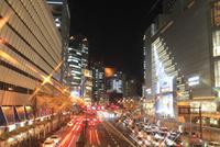 大阪駅 駅前通りの夜景 11076014983| 写真素材・ストックフォト・画像・イラスト素材|アマナイメージズ
