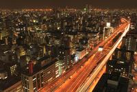 阪神高速道路と大阪市街夜景 11076015035| 写真素材・ストックフォト・画像・イラスト素材|アマナイメージズ