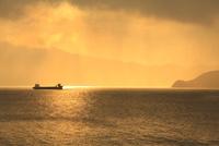 冬の敦賀湾と夕日
