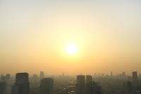 浜松町より東京のビル群と太陽