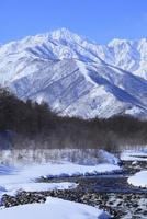雪の松川と唐松岳