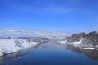 雪の千曲川と霧氷