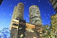 セントラルタワーズとウインターイルミネーション 11076015769  写真素材・ストックフォト・画像・イラスト素材 アマナイメージズ