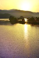 新緑の裏磐梯 秋元湖と朝日